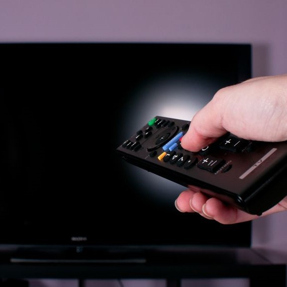 universal tv remote aimed at tv
